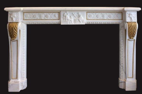Cheminée ancienne d'époque XVI en marbre blanc veiné L 162 x H 121