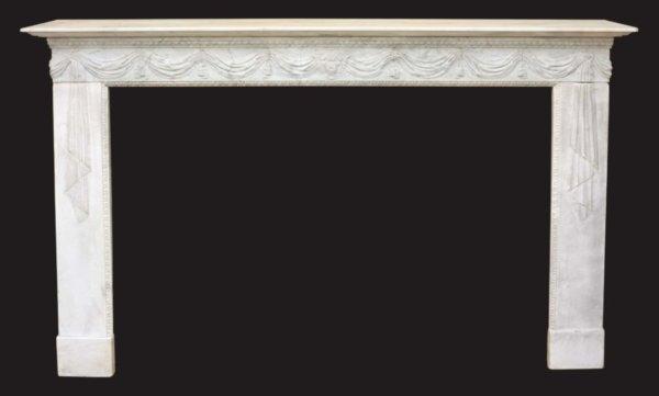 cheminée ancienne d'époque Directoire en marbre blanc aux motifs de drapé L 171 x H 112 cm