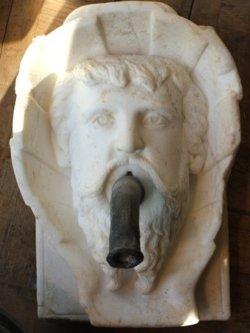 cracheur de fontaine marbre blanc XVIII° H 32 cm