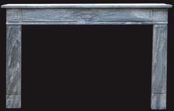 cheminée ancienne d'époque Directoire en marbre bleu Turquin, vase central, L 167 x H 103 cm