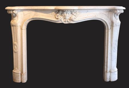 cheminée ancienne d'époque L XV marbre blanc Carrare L 145 X H 107 cm