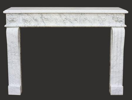 Cheminée ancienne en marbre blanc veiné d'époque Louis XVI L 130 x H 102 cm