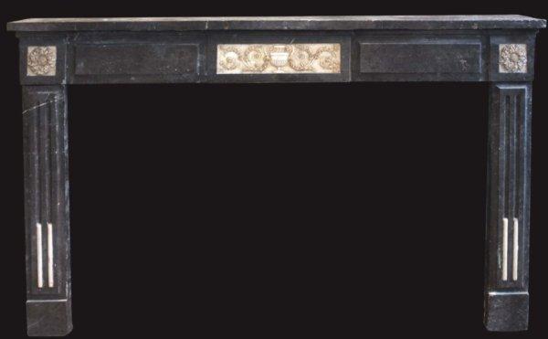 cheminée ancienne d'époque Directoire en marbre noir et incrustations marbre blanc L 144 x H 110 cm
