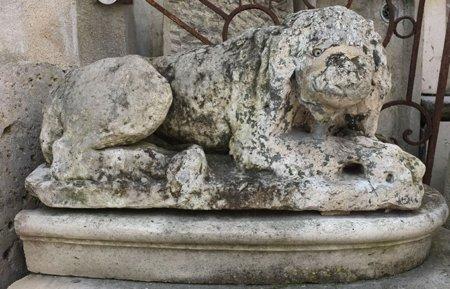 Lion de jardin en pierre XVIII°