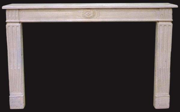 cheminée ancienne d'époque LXVI en pierre de Paris, rosace centrale, L 160 x H 106 cm