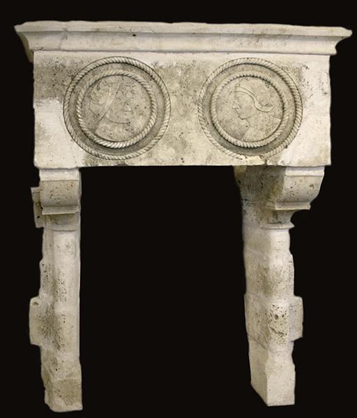cheminée ancienne d'époque XVI° siècle L 190 x H 245 cm