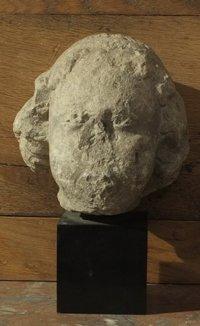 Tête de moine XIV° h 23 sur socle marbre
